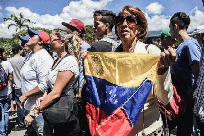 A protester seen holding a Venezuelan flag during the demonstration against Maduro's government at the Central University of Venezuela.